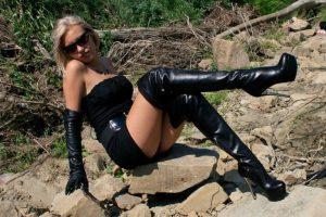 belles-femmes-en-cuissardes-et-cuir-049-768×512