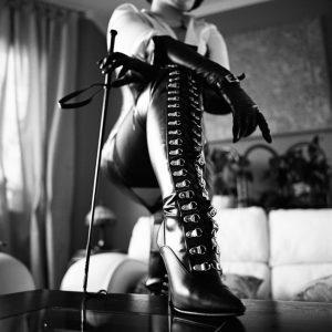femme-cuissardes-cuir-023