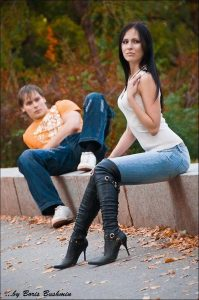 femmes-en-cuissardes-cuir-photos-067