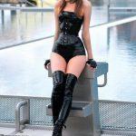 femmes-en-cuissardes-cuir-photos-151