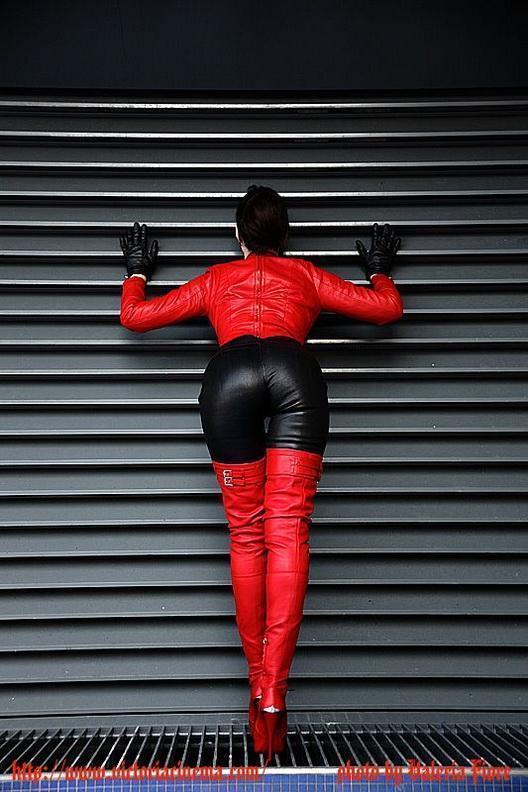 photos-femmes-en-cuir-et-cuissardes-sexy-113