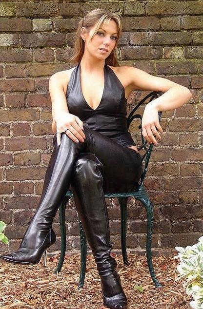 femme-cuissardes-cuir-085