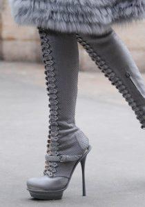 photo-de-femme-avec-des-bottes-ou-cuissarde-002-768×1097