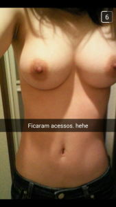 fille-du-80-se-met-nue-en-photo-sur-snap-hot