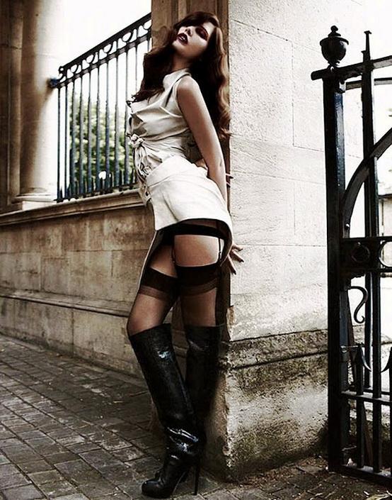 belles-femmes-en-cuissardes-054