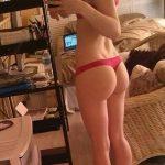 coquine du 22 nue en photo montre ses fesses