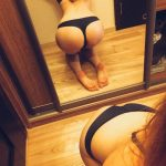 coquine du 25 nue en photo montre ses fesses