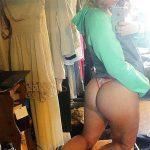 coquine du 36 nue en photo montre ses fesses
