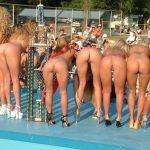 coquine du 38 nue en photo montre ses fesses