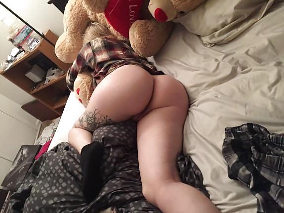 jolie fille sexy du 06 nue en photo exhib son cul