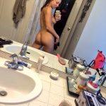 meuf nue montre son joli cul sur le 24 en selfie