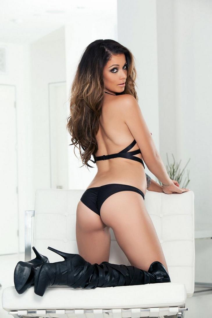 La-fille-la-plus-sexy-en-cuissardes-067