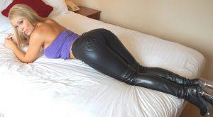 femmes-avec-cuissardes-043