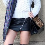 femmes-belles-en-cuissardes-cuir-062