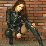 fille-sexy-en-cuissardes-066