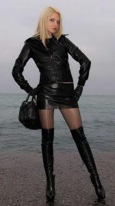 images-femmes-avec-des-cuissardes-089