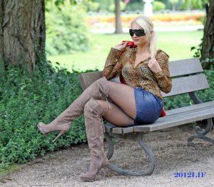photo-de-femme-avec-des-bottes-ou-cuissarde-116-768×670