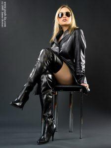photo-de-femme-avec-des-bottes-ou-cuissarde-233