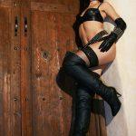 photos-femme-en-cuir-et-cuissardes-131