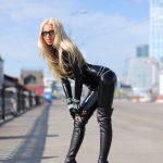 photos-femme-en-cuir-et-cuissardes-174