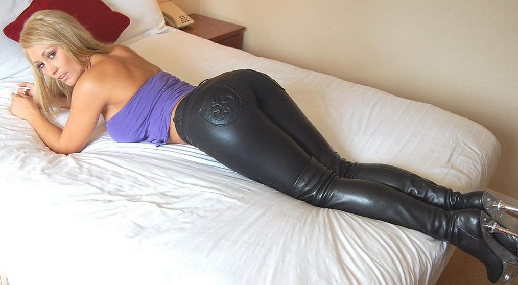 photos-femmes-en-cuir-et-cuissardes-sexy-162