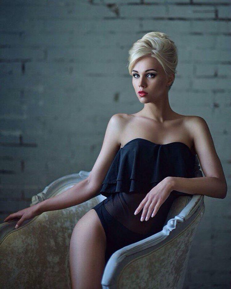 femme du 18 sexy en lingerie érotique