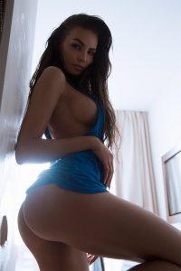 femme du 48 sexy en lingerie érotique