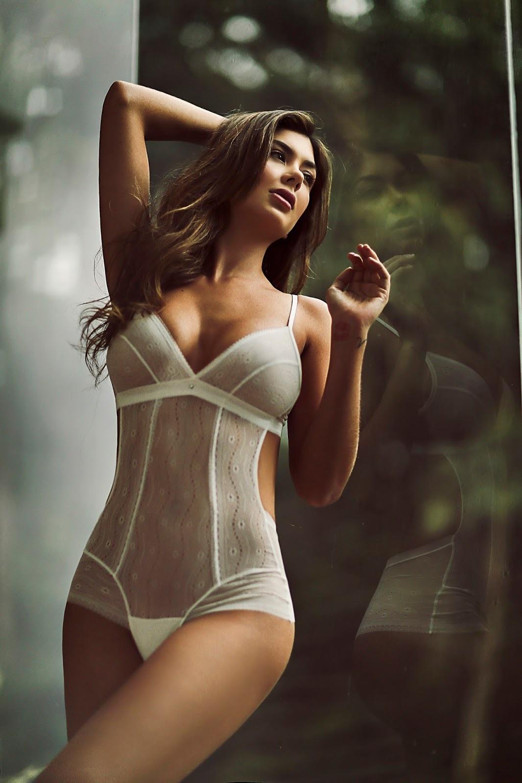 femme du 59 sexy en lingerie érotique