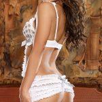 photo femme fatale en lingerie sur le 61