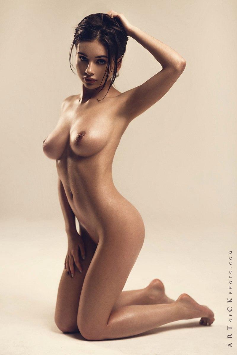 photo femme fatale en lingerie sur le 66