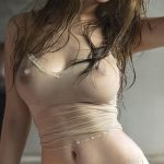 une femme du 78 excitante presque nue